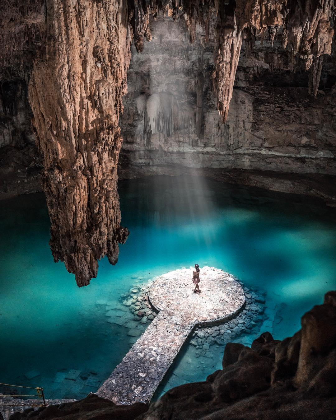 Jordi Sark water cave mountain travel calming image
